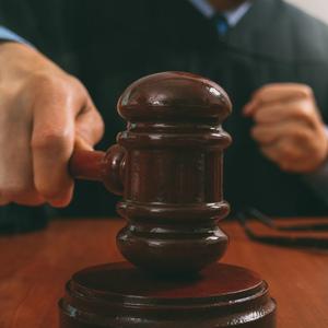 Угрожавший убить судью россиянин получил девять лет колонии