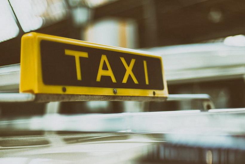 Поездка на такси обошлась россиянину в 650 тыс. рублей