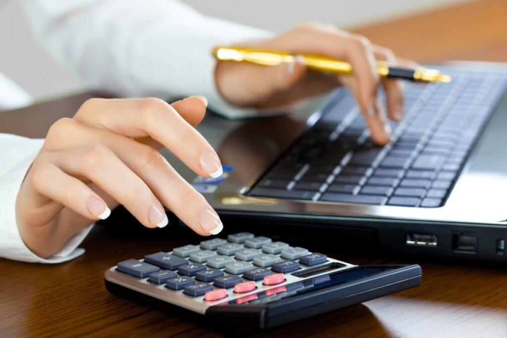 В Минтруде дали рекомендации по начислению зарплаты бюджетникам