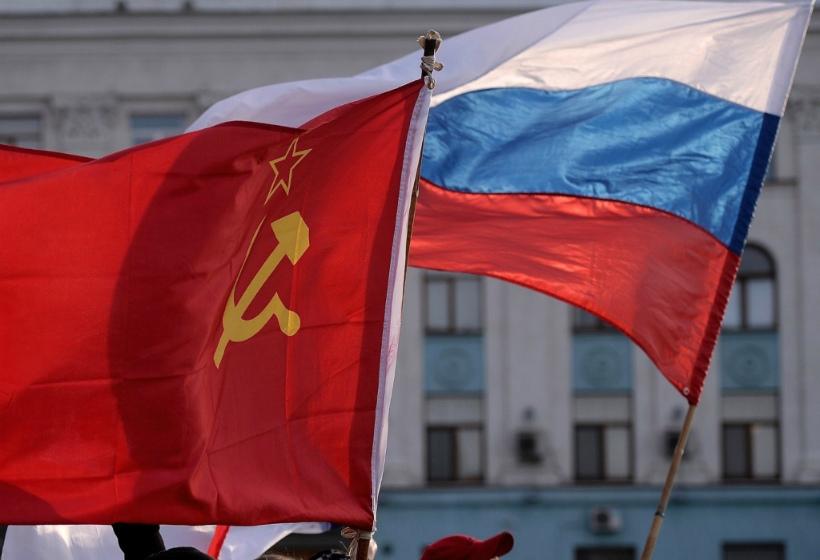 Россиянам выдают паспорта СССР, обещают списать кредиты и пересчитать пенсии — что происходит?