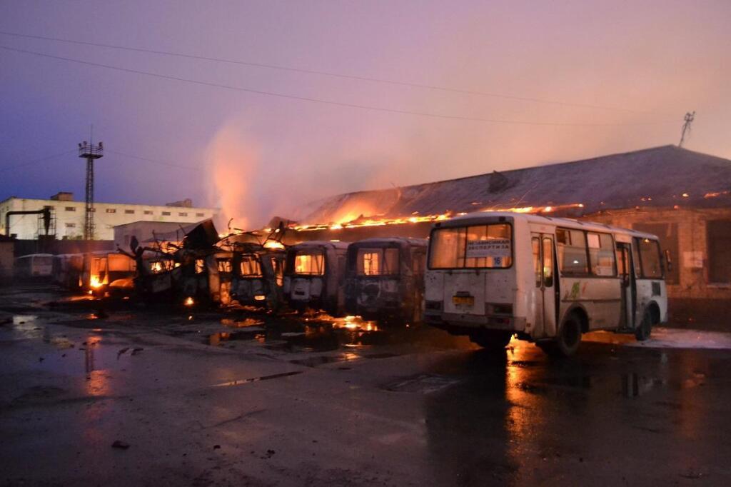 Криминальная конкуренция? На Кубани вчерашней ночью сгорели семь пассажирских автобусов.