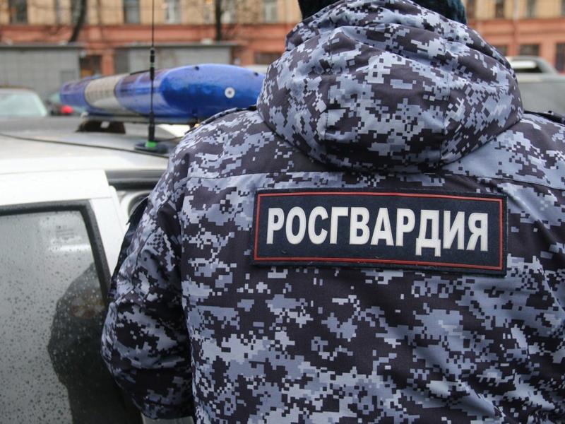 Сотрудники вневедомственной охраны Росгвардии оказали помощь новосибирским пожарным