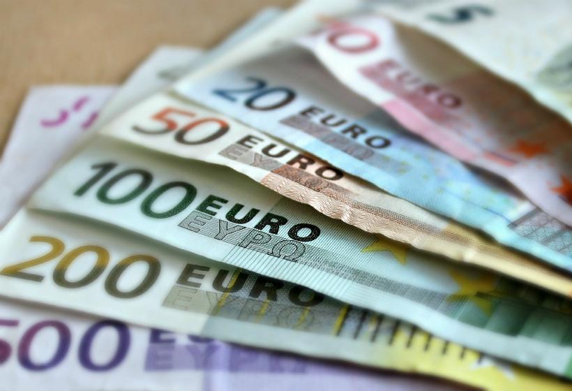 ЦБ опубликовал курс доллара и евро на 22 февраля
