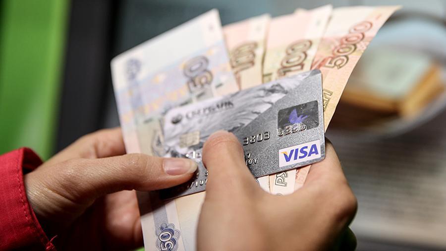 Почему не стоит дарить деньги, переводя их с одной карты на другую