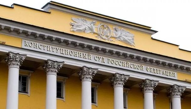 КС РФ велел поправить законы о пенсии адвокатам - военным пенсионерам