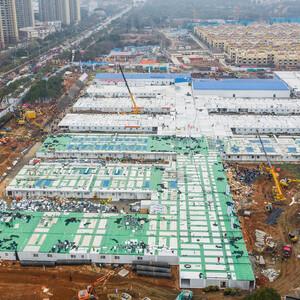 Первая в Китае «мгновенная» коронавирусная больница, приняла пациентов,через два дня после открытия
