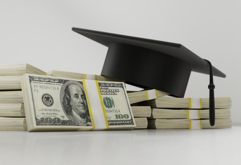 Совфед одобрил идею поднять стипендии до прожиточного минимума