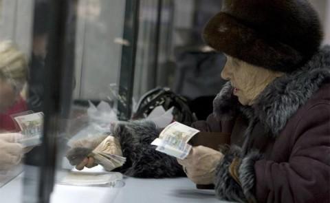 Кто жирует на деньги, украденные у стариков