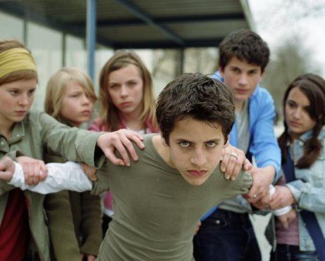 Почему российские школьники нападают на учителей?
