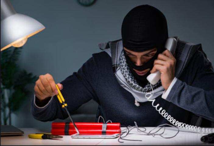 Как телефонный терроризм превратился в оружие.
