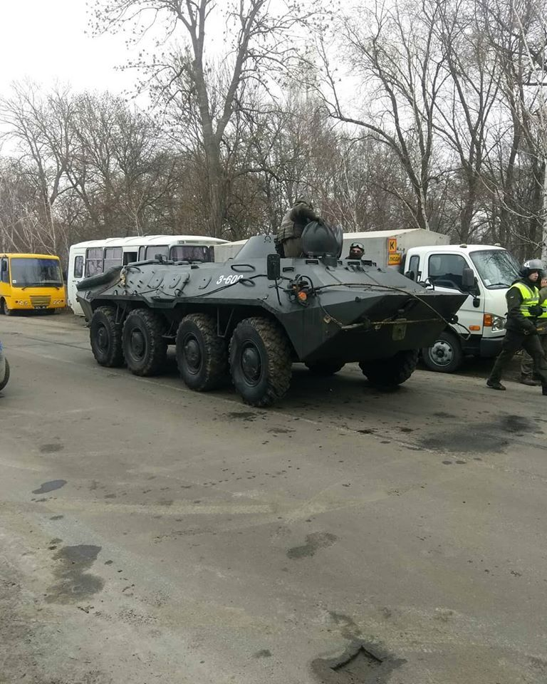 Слезоточивый газ и водометы: как в полтавском поселке готовятся к встрече украинцев из Уханя.