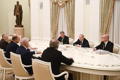 Путин поручил наказывать за нарушения при голосовании по Конституции