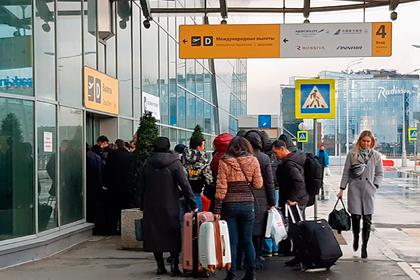 Россия ограничит авиасообщение с еще тремя странами