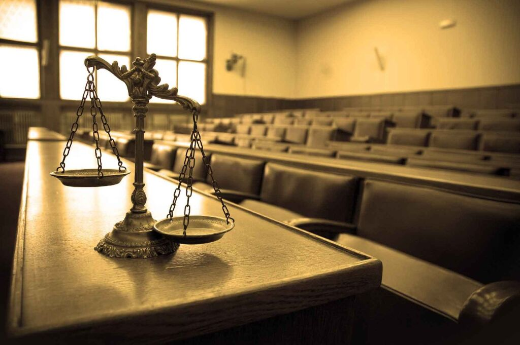 Сотрудница налоговой службы Приморья осуждена за взятку семилетней давности