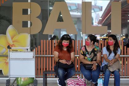 Туристы не захотели возвращаться с Бали в охваченные коронавирусом страны