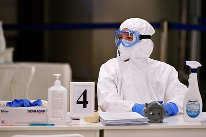 Российские врачи скорой отказались работать без спецкостюмов в условиях пандемии