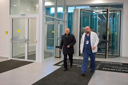 Пациент из Коммунарки ответил на обвинения в инсценировке в день приезда Путина