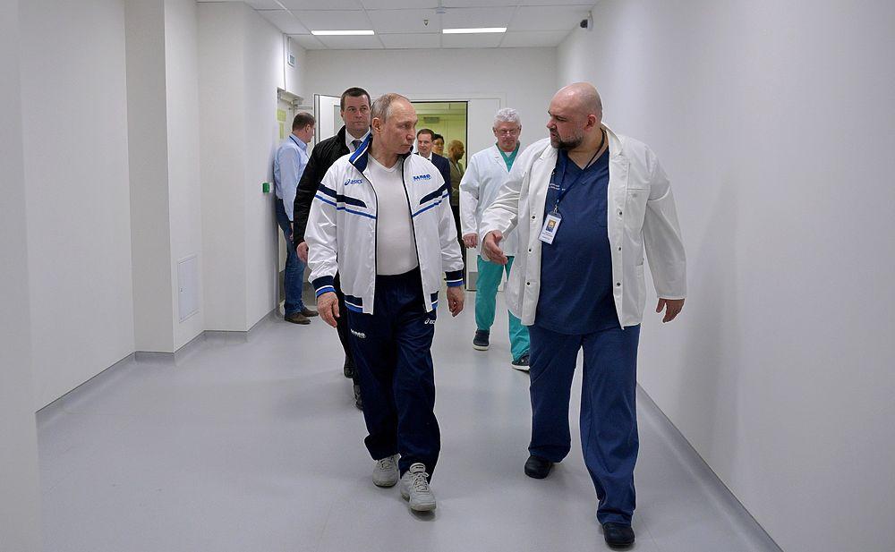 Пресс-секретарь Песков прокомментировал обнаружение коронавируса у главврача, жавшего руку Путину!