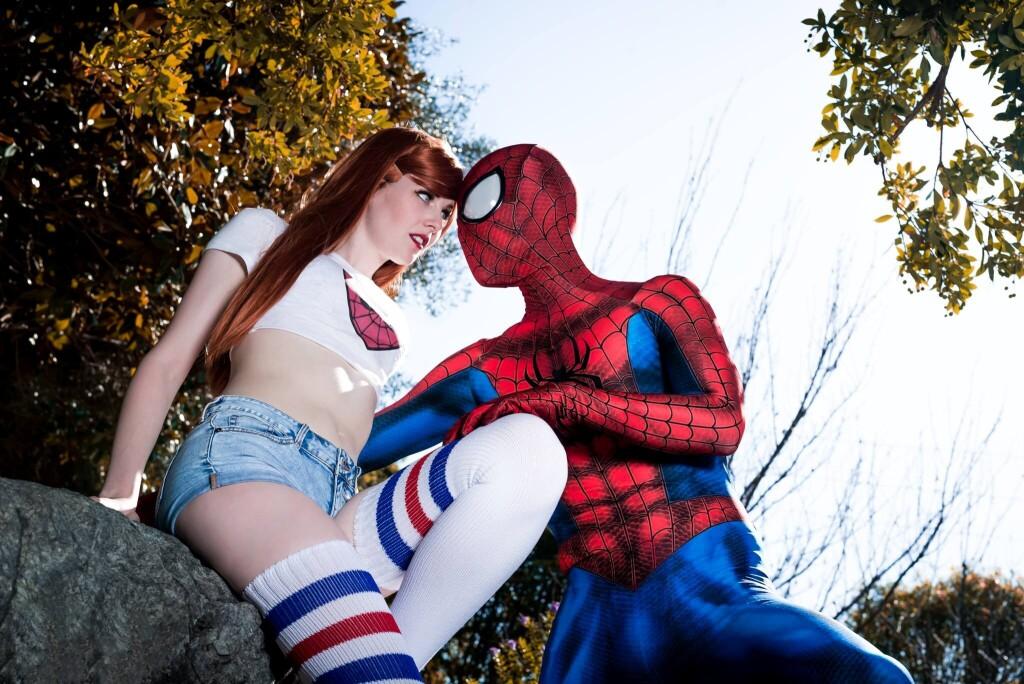 Косплей очаровательных девушек пауков!
